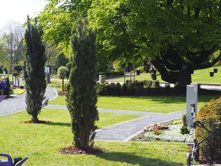 Memoriam Garten Mg Gartnerei Schmitz Monchengladbach Garten Und Landschaftsbau Friedhofsgartnerei Blumenfachgeschaft